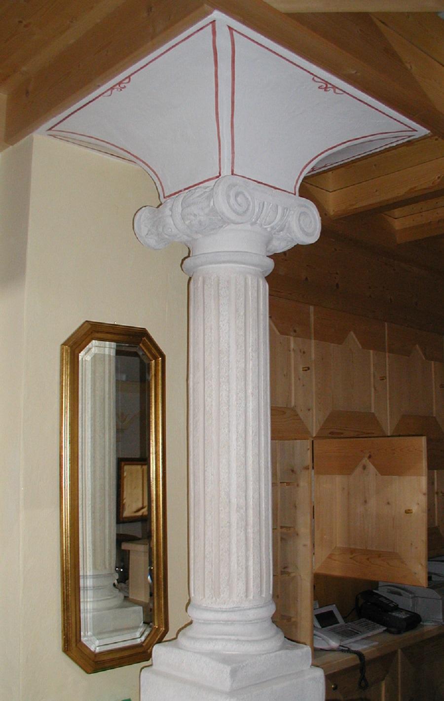 colonna in gesso